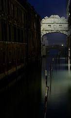 http://www.venetietips.nl/wp-content/uploads/2013/12/Ponte-dei-Sospiri-(-brug-der-zuchten)-36785.jpg
